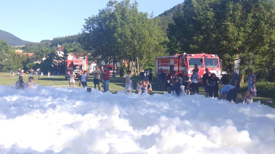 Vítání prázdnin s hasičskou proudnicí